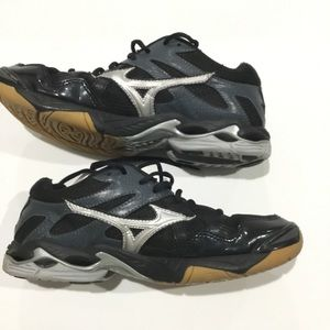 Mizuno black/silver  volleyball shoes size 9
